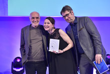 Nadja Kott freut sich über den Medienpreis