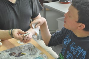 In der Werksstufe im Bildungszentrum für Taubblinde sollen Schlüsselfähigkeiten für die Teilhabe am Arbeitsleben vermittelt werden.