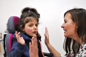 Im Sonderkindergarten Hannover werden taubblinde oder hörsehbehinderte Kinder individuell in kleinen Gruppen ganzheitlich gefördert.