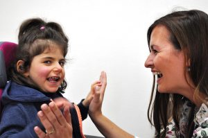 Erfahrene Heilpädagoginnen und Erzieherinnen fördern individuell im Sonderkindergarten Hannover taubblinde oder hörsehbehinderte Kinder.
