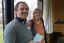 Sebastian Öhl im Gespräch mit Klassenlehrerin Claudia Schrage von der IGS Büssingweg