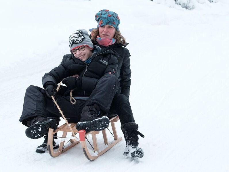 Alle Jahre wieder macht sich ein Schüler- und Betreuerteam auf den Weg zum Rodeln in den Harz. Die Harzfahrt hat im Deutschen Taubblindenwerk eine lange Tradition und begeistert jedes Jahr wieder Schüler und Betreuer.