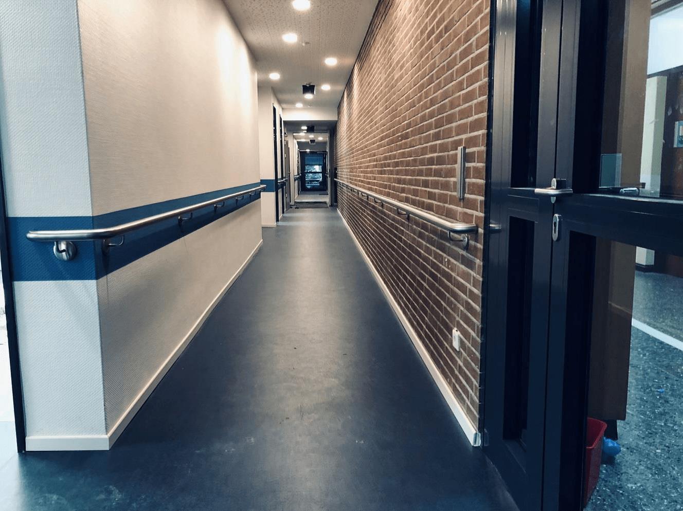 Fußboden mit Orientierungslinie