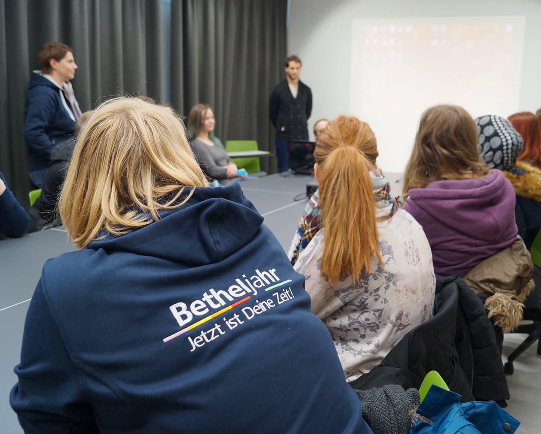 Das Deutsche Taubblindenwerk freut sich immer über junge Verstärkung