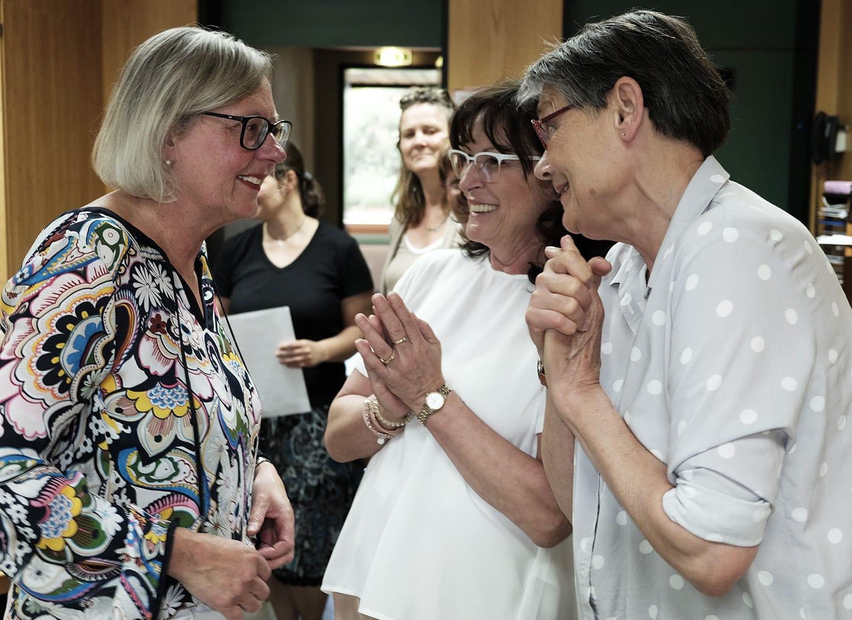 Herzlich verabschieden sich Mitarbeiter und Freunde von der beliebten Schulleiterin