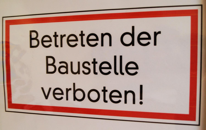 Schild mit der Aufschrift: Betreten verboten