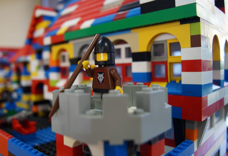 Ritter aus Lego-Steinen