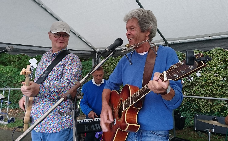 """Gute Laune mit den Musikern der """"Bourbon Skiffle Company"""""""