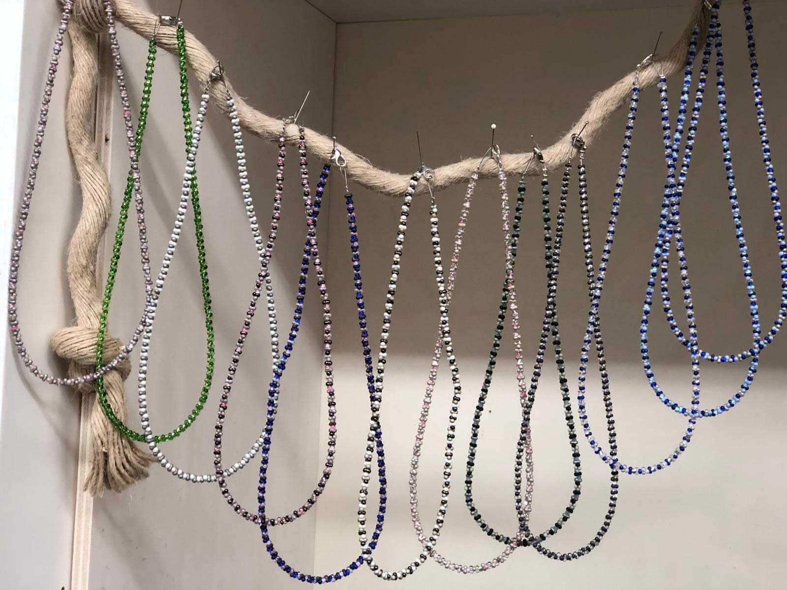 Perlenkette in verschiedenen Farben