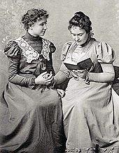Helen Keller mit ihrer Lehrerin Anne Sullivan
