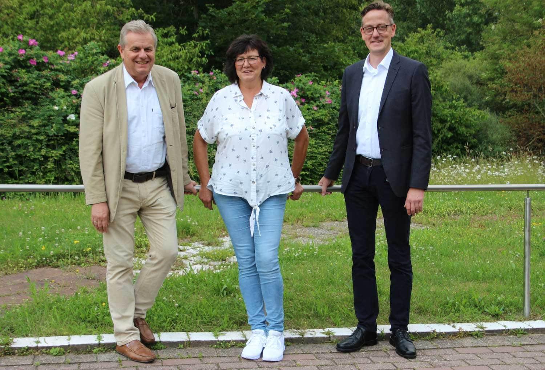 Jürgen Hennies (links) neben Andrea Millard und seinem Nachfolger Markus Meier