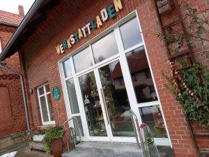 Eingang zum Werkstattladen Fischbeck